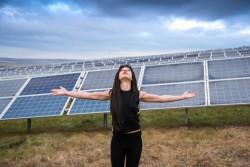 Руслана на будівництві сонячної станції
