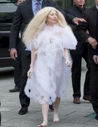 Леди Гага шокирующие платья