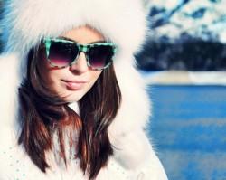 Девушка Зима в очках
