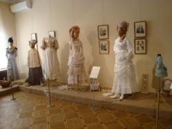 Выставка старинных платьев