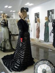 Выставка старинных женских нарядов