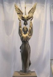 памятник женщина-журавль